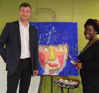 Painting to the theme of 'Think Big' pictured with the UK CEO of Telefonica title=O2 'Think Big' CSR project celebration event